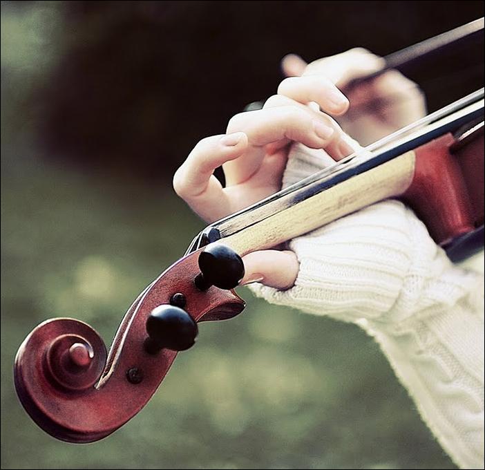 Cristina Matei - The red violin - fotografiromani.ro
