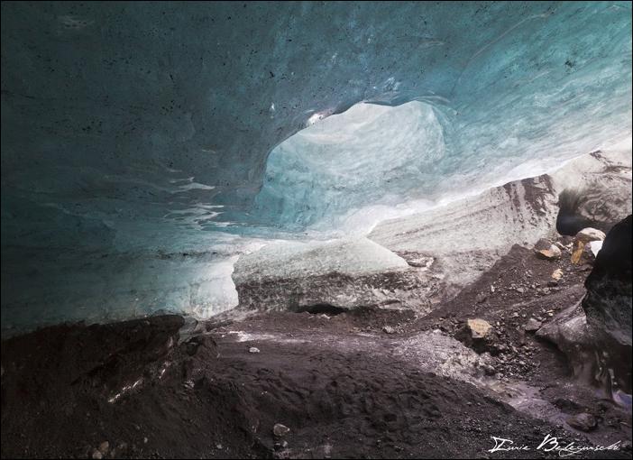 4- Walking under Glacier1 - foto Iurie Belegurschi - fotografiromani-ro