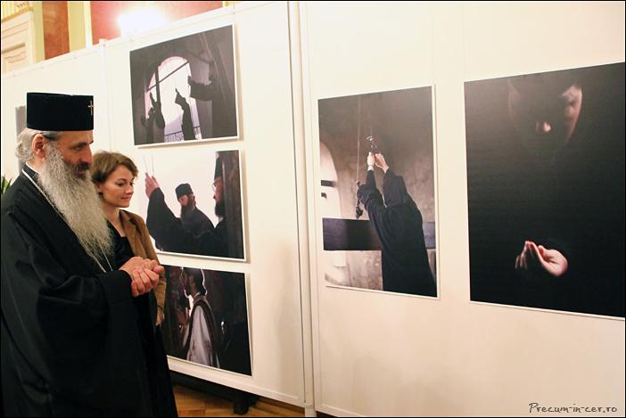 IPS-Teofan-la-vernisajul-expozitiei-de-fotografie-Precum-in-cer-de-Cristina-Nichitus-Roncea